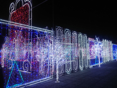 A huge illumination maze is like a dream world!